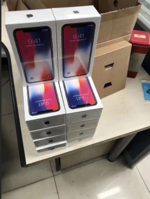 NÓNG: iPhone X xếp chồng hàng loạt sắp giao tận tay khách hàng - 1
