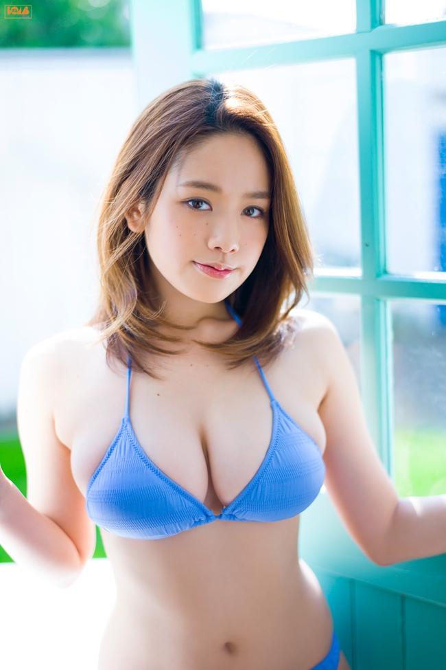 """Miwako Kakei được khán giả biết đến sau chương trình thực tế  """" Terrace House: Boys × Girls Next Door """"  của kênh truyền hình Fuji Nhật bản. Trong  """" Terrace House """" , các ngôi sao đến từ nhiều lĩnh vực như người mẫu nội y, diễn viên, nhiếp ảnh gia, ca sĩ... từ nam đến nữ đều sống chung trong một căn nhà. Miwako Kakei là người mẫu áo tắm đầu tiên tham gia chương trình này. Cô vào vai Miko và xuất hiện từ tập 29 - 61 (2013)."""