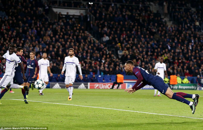 PSG - Anderlecht: Sao trẻ lập hat-trick, lu mờ Neymar