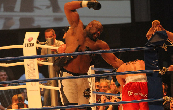 """""""Quái thú"""" MMA, 2m - 150kg: Đấm ngàn cân, Mike Tyson cũng """"run"""" - 1"""