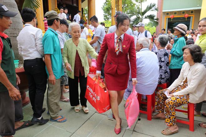 Việt Hưng Phát cùng Áo dài ABC trao 1400 phần quà cho người dân tỉnh miền Tây - 3