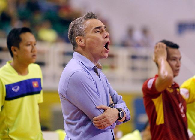 Cầu thủ Việt Nam mắc sai lầm ngớ ngẩn khi tái đấu Malaysia - 2