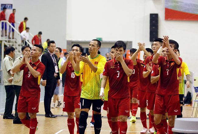 Cầu thủ Việt Nam mắc sai lầm ngớ ngẩn khi tái đấu Malaysia - 1