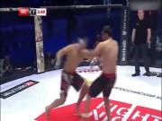 """Thể thao - MMA chưa từng có: Tung đòn thù """"tận diệt"""" rồi cứu đối thủ 1 mạng"""