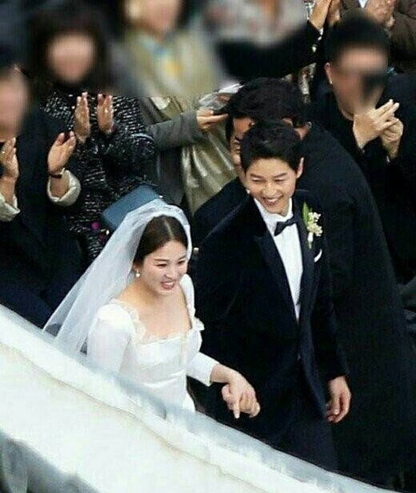 Song Hye Kyo lộ vòng hai to, Song Joong Ki không kiêng kị đi đám ma đồng nghiệp - 2