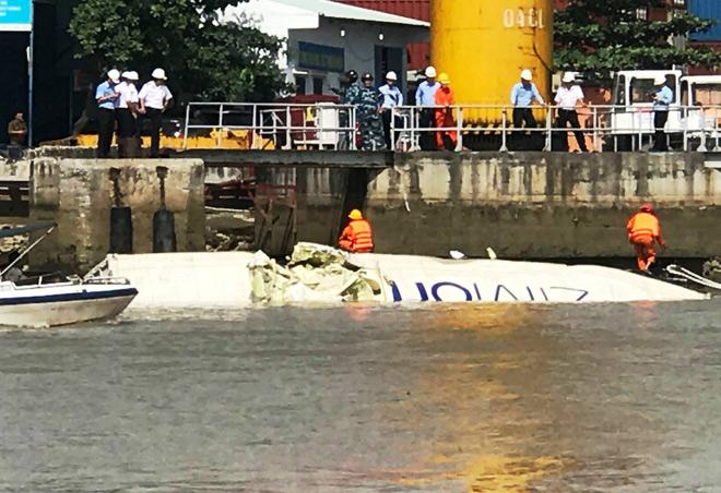 Hai tàu container va chạm khủng khiếp, hàng ngàn hộp cá rơi xuống sông - 3