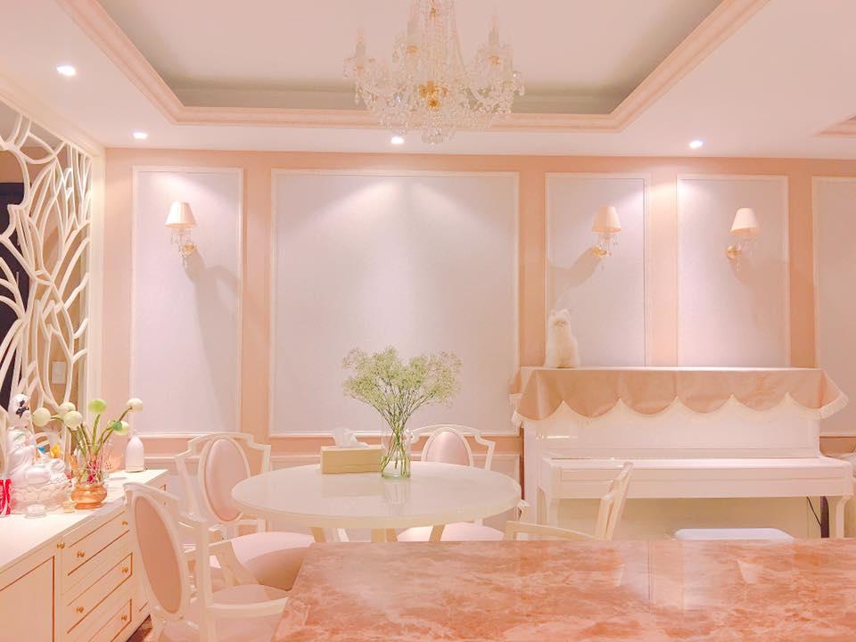 """Nhà đẹp của sao: """"Căn nhà hoa hồng"""" mê hoặc của Hoa hậu Phạm Hương - 4"""
