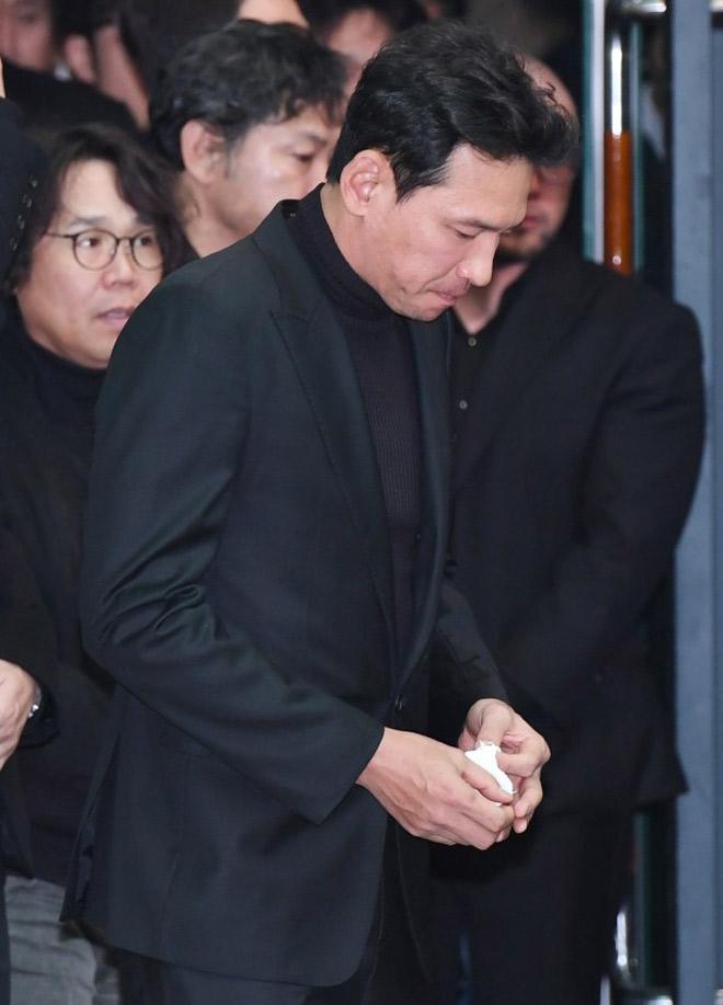 Nghệ sĩ khóc nấc trong đám tang sao Hàn tử nạn vì lật xe hơi - 3