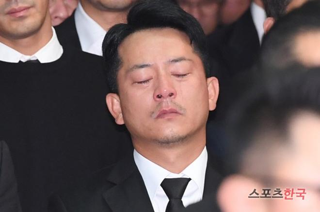 Nghệ sĩ khóc nấc trong đám tang sao Hàn tử nạn vì lật xe hơi - 7
