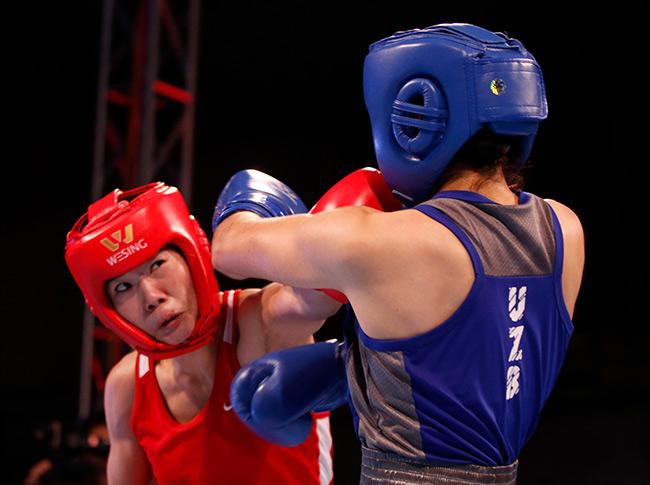 """2 người đẹp boxing Việt Nam """"vùi dập"""" cao thủ, đại thắng ở giải châu Á 8"""
