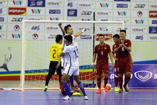 Bóng đá Việt Nam giờ gặp ai cũng sợ! - 1