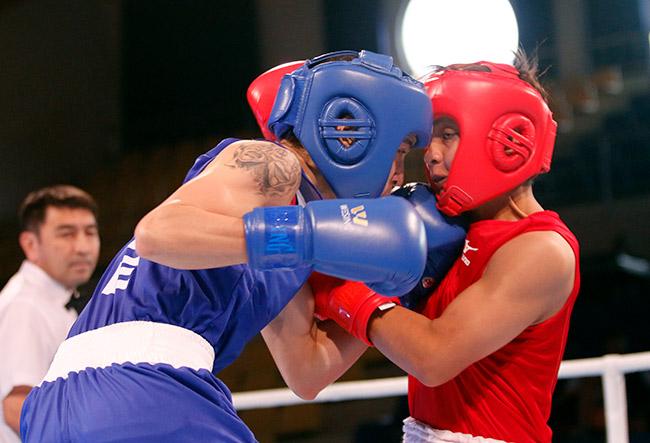 """2 người đẹp boxing Việt Nam """"vùi dập"""" cao thủ, đại thắng ở giải châu Á 1"""