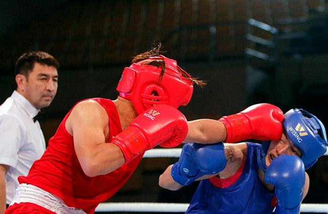 """2 người đẹp boxing Việt Nam """"vùi dập"""" cao thủ, đại thắng ở giải châu Á 2"""