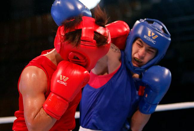 """2 người đẹp boxing Việt Nam """"vùi dập"""" cao thủ, đại thắng ở giải châu Á 5"""