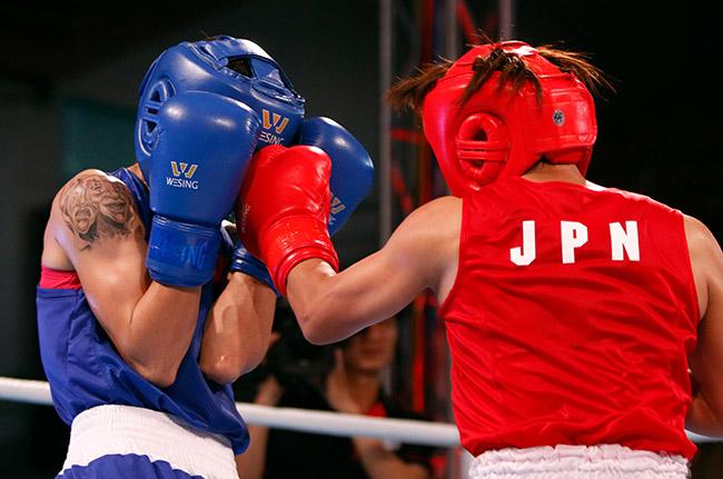 """2 người đẹp boxing Việt Nam """"vùi dập"""" cao thủ, đại thắng ở giải châu Á 3"""