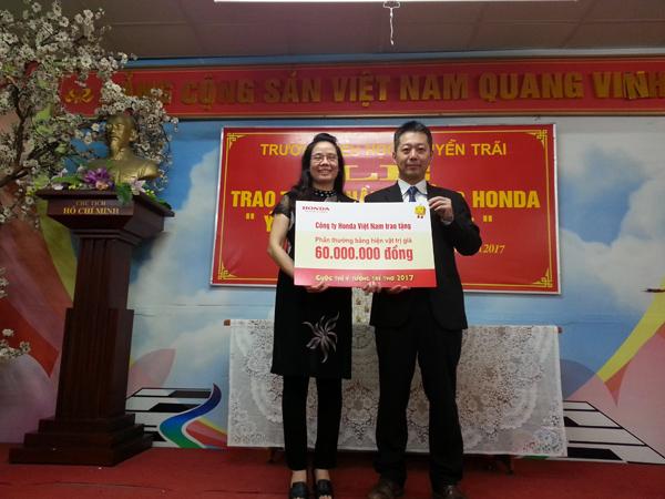 Honda Việt Nam trao thưởng cho trường có thí sinh đạt giải Cuộc thi Ý tưởng Trẻ thơ 2017 - 2