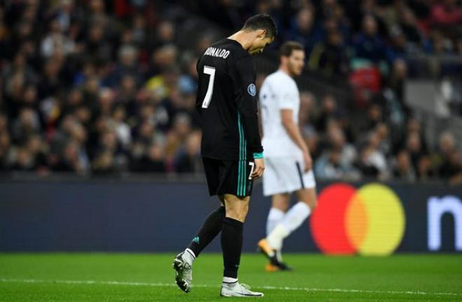 Real lâm nguy, Ronaldo rũ bỏ: Hờn dỗi hay âm mưu tháo chạy 2