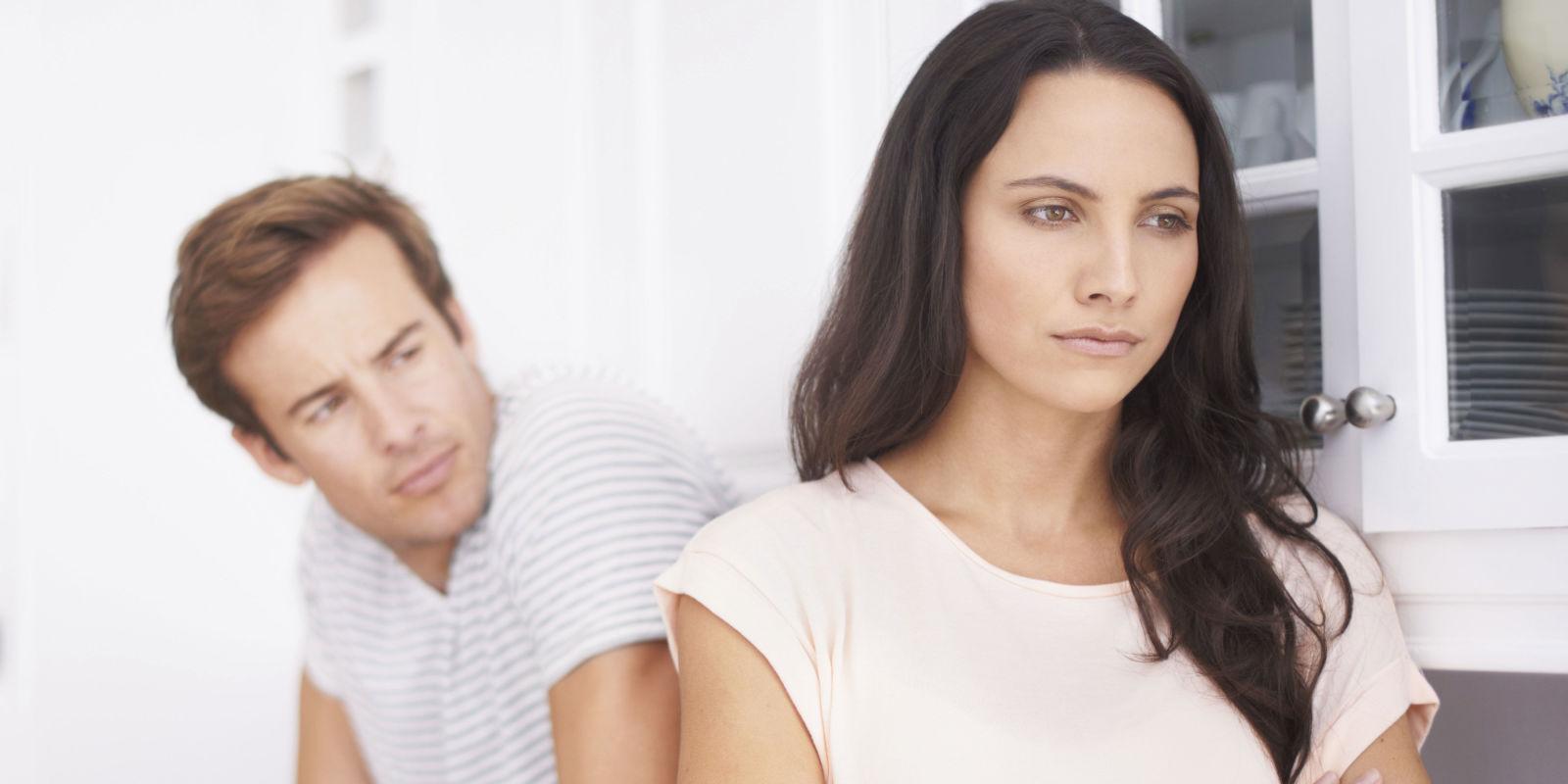 Cứ mỗi lần giận nhau vợ lại nhắn tin với người cũ - 1