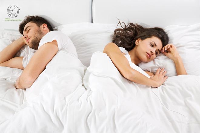 Đau rát vùng kín khi quan hệ, nguy cơ gây lãnh cảm ở nữ - 1