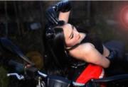 """Thế giới xe - Người đẹp tạo """"vũ điệu cuồng si"""" bên môtô khủng"""