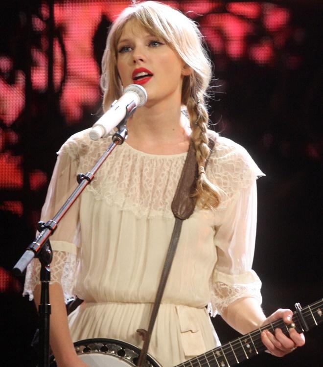 """Sau nghi án nâng cấp vòng 1, Taylor Swift hot như """"bom sex"""" - 17"""