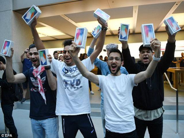 Tim Cook vui mừng chia sẻ ảnh người Việt mua iPhone X - 3