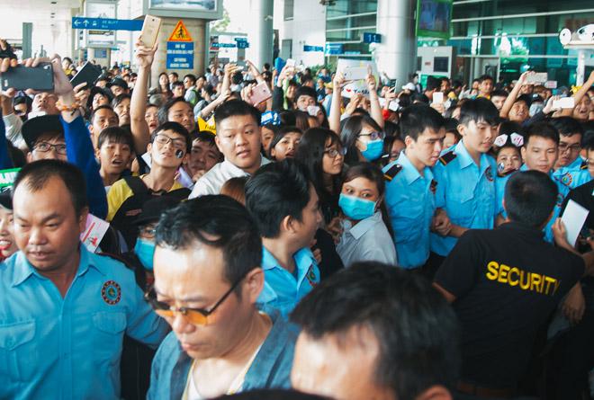 Fan Việt hoá trang, giăng băng rôn cầu hôn T-ara tại sân bay - 7