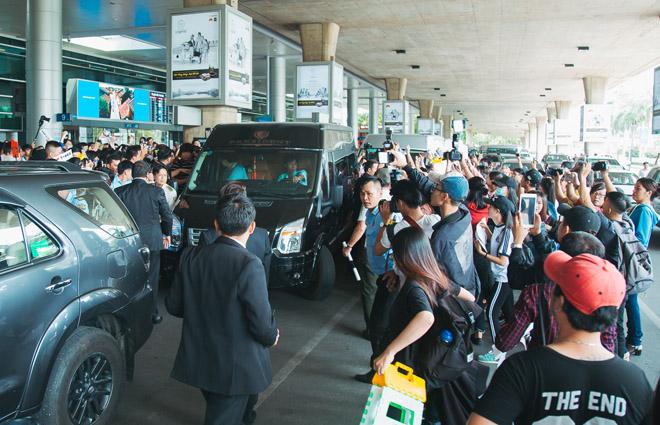 Fan Việt hoá trang, giăng băng rôn cầu hôn T-ara tại sân bay - 10