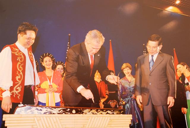 Việt Nam tổ chức tiệc chiêu đãi APEC rực rỡ và hoành tráng - 3