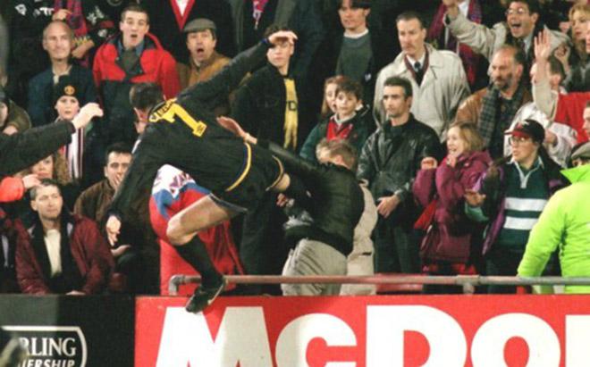 SAO MU tung cước đạp CĐV: Patrice Evra tái hiện Cantona 3