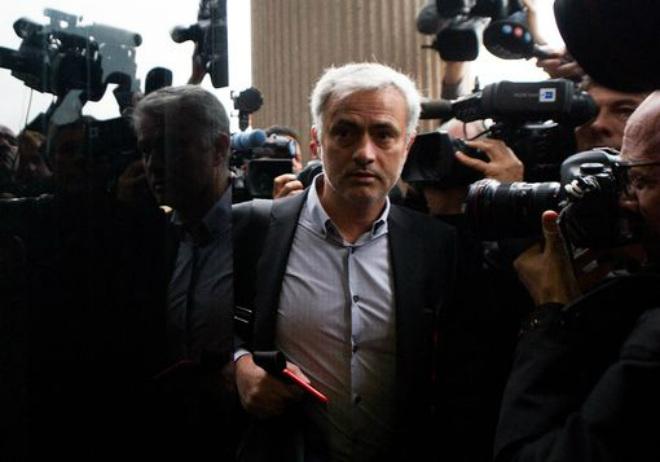MU họp báo đấu Chelsea: Mourinho hầu tòa, Conte lo sợ Man City - 2