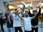 Dế sắp ra lò - Lộ diện chủ nhân mua iPhone X đầu tiên có giá 41,5 triệu đồng