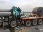 """Tai nạn giao thông - Va chạm khủng khiếp tại dốc cầu """"chết chóc"""", tài xế khóc gào cầu cứu"""