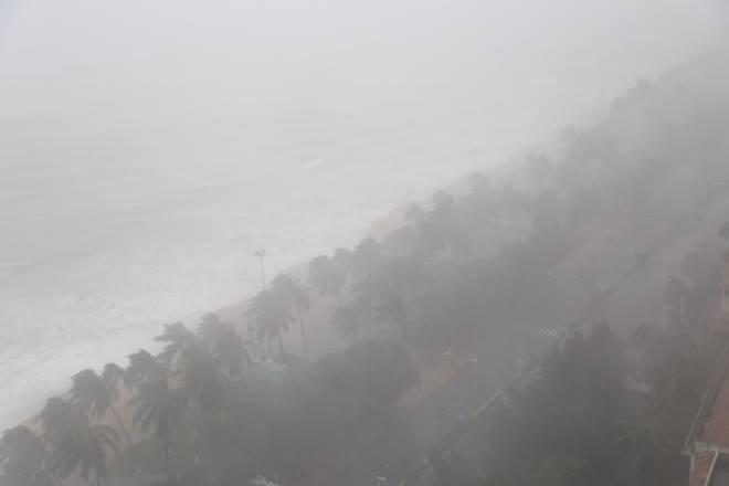 Bão số 12 giật cấp 15 đổ bộ Phú Yên-Ninh Thuận, mưa to gió giật điên cuồng