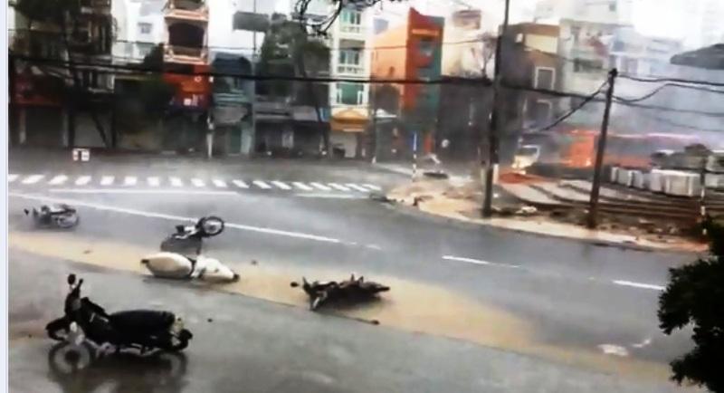 Chùm ảnh sức tàn phá khủng khiếp của bão số 12 - 1