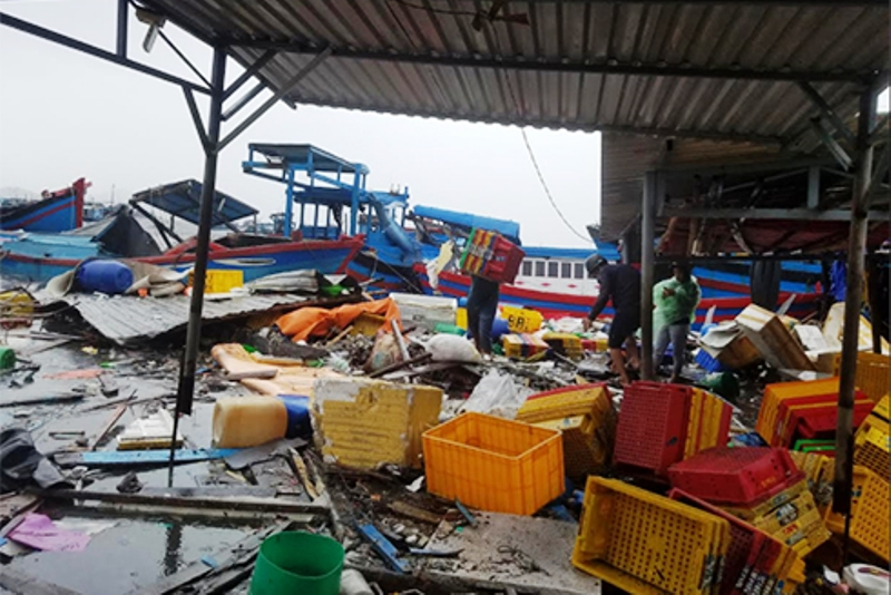 Chùm ảnh sức tàn phá khủng khiếp của bão số 12 - 9