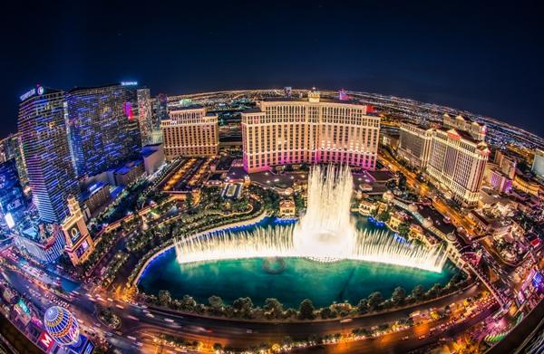 Cách giới siêu giàu tiêu tiền: Chi 5,5 tỷ VNĐ để 'bao trọn' đài phun nước - 1