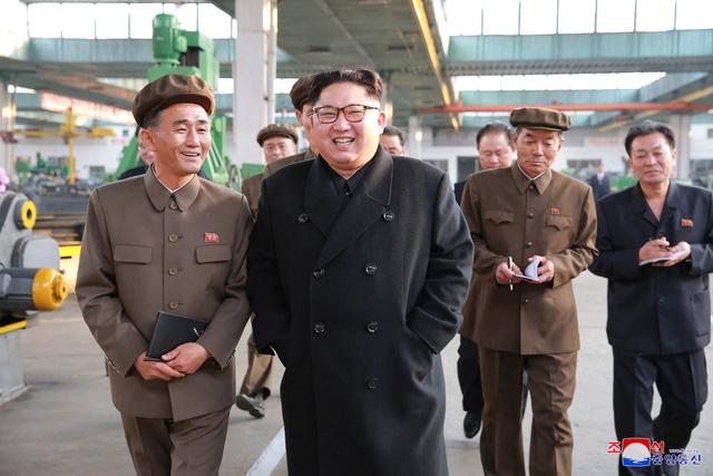 Kim Jong-un muốn đưa ô tô Triều Tiên sánh ngang thế giới - 2