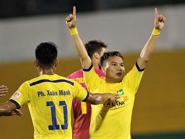 """""""Ronaldo Việt Nam"""" sút """"phi đạn"""" tiễn Long An khỏi V-League"""