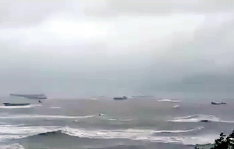 """Bão """"nuốt"""" hàng loạt tàu ở Quy Nhơn: Lời kể người trở về từ """"cõi chết"""""""