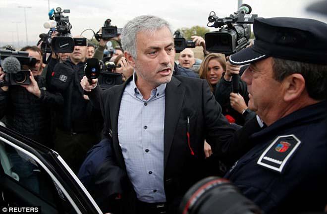 Tin HOT bóng đá sáng 4/11: Mourinho chấp nhận trả 3,3 triệu euro tiền trốn thuế 1