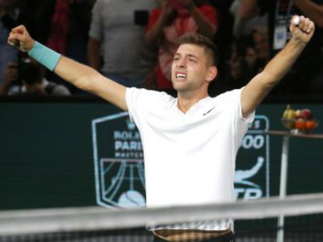 """Krajinovic – Isner: Viết cổ tích nhờ loạt """"đấu súng"""" (Bán kết Paris Masters) 2"""