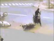 Tin tức trong ngày - Clip: Bão số 12 càn quét thổi bay người trên phố ở Nha Trang