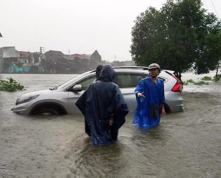 CẬP NHẬT: Huế, Quảng Nam chìm trong nước lũ, nhiều khu vực chia cắt
