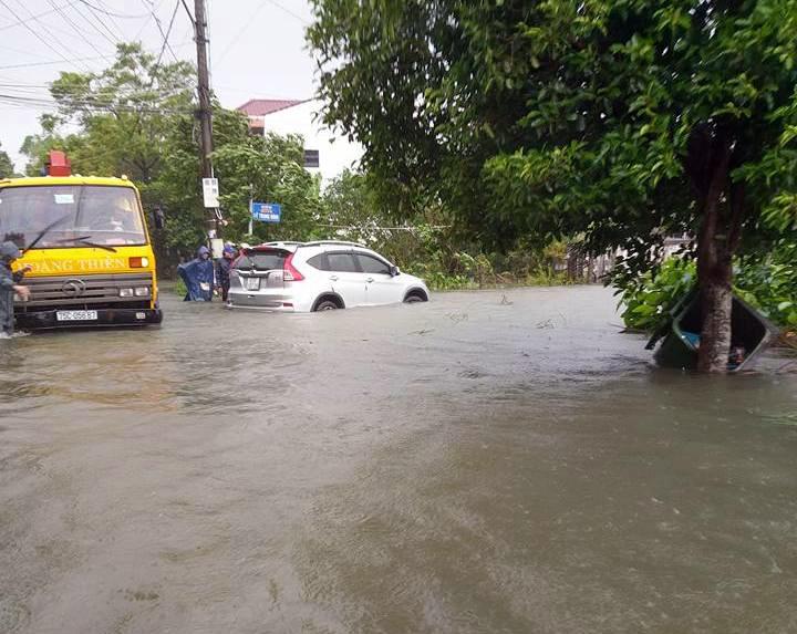 CẬP NHẬT: Huế, Quảng Nam chìm trong nước lũ, nhiều khu vực chia cắt - 6
