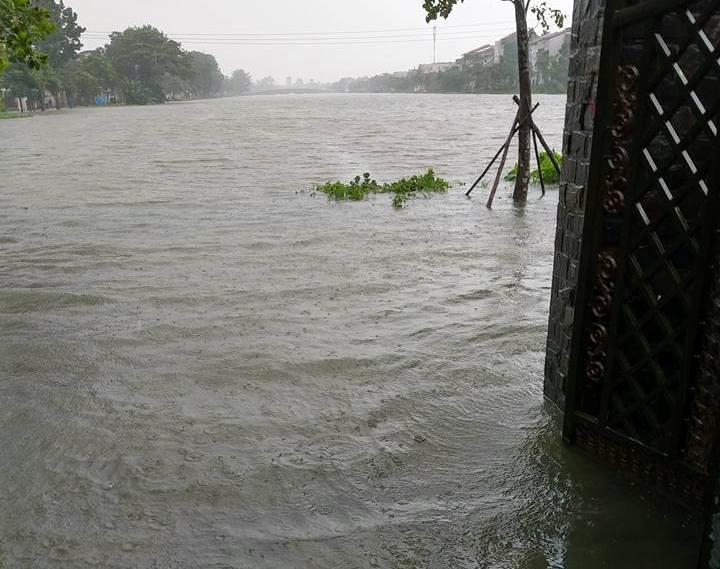CẬP NHẬT: Huế, Quảng Nam chìm trong nước lũ, nhiều khu vực chia cắt - 7
