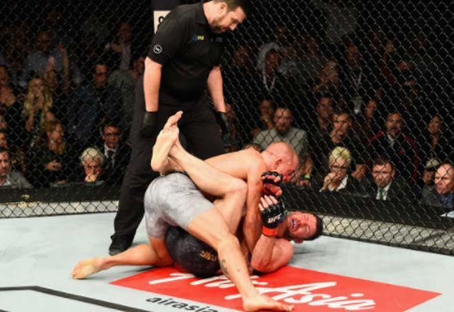 UFC 217: Huyền thoại móc trái đỉnh cao, nhà vô địch Bisping đo ván thê thảm 4