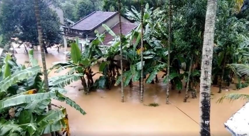 CẬP NHẬT: Huế, Quảng Nam chìm trong nước lũ, nhiều khu vực chia cắt - 1