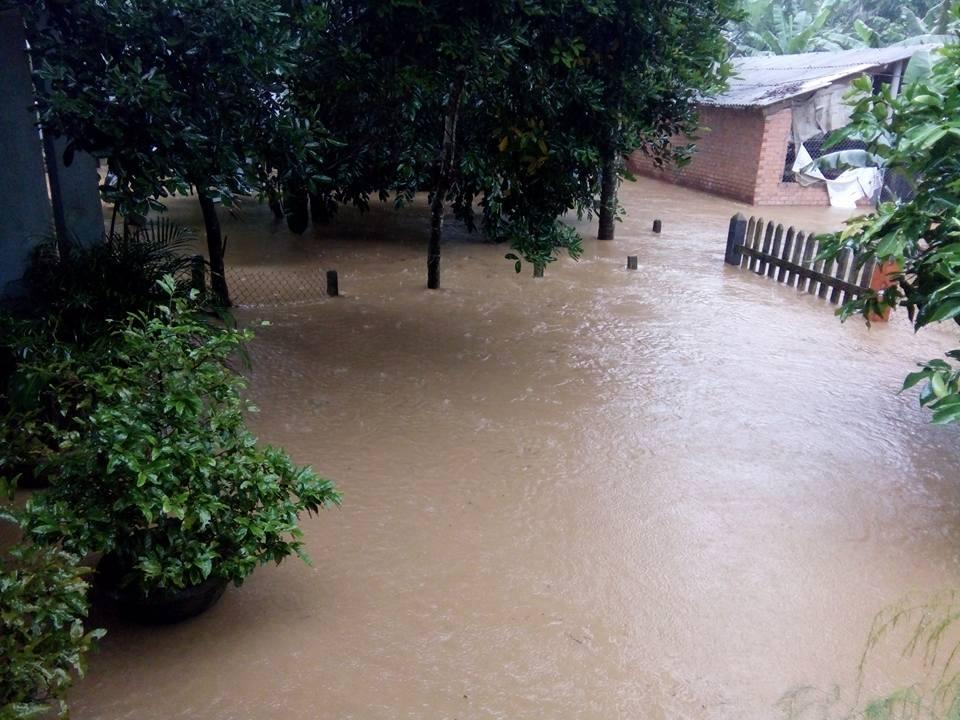 CẬP NHẬT: Huế, Quảng Nam chìm trong nước lũ, nhiều khu vực chia cắt - 2