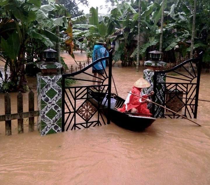 CẬP NHẬT: Huế, Quảng Nam chìm trong nước lũ, nhiều khu vực chia cắt - 3